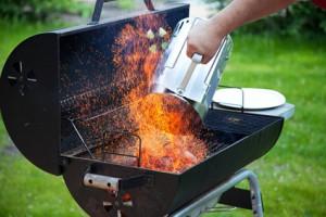 Weber Holzkohlegrill Anzünden : Grill mühelos anzünden mit dem grillkamin grill anmachen weber