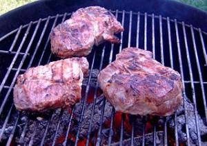 Roastbeef auf dem Grillrost mit direkter Grillmethode